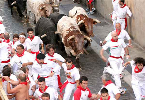 The-Running-of-the-Bulls-in-Pamplona
