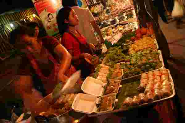 Thai-Food-at-Sunday-Market