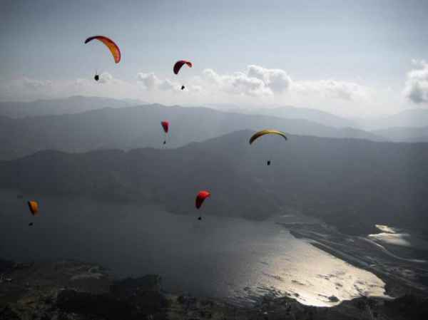 Paraglide-over-Pokhara-1