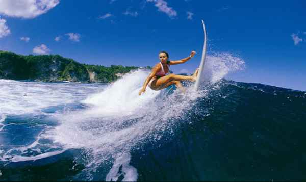 Surfing-at-Arugam-Bay