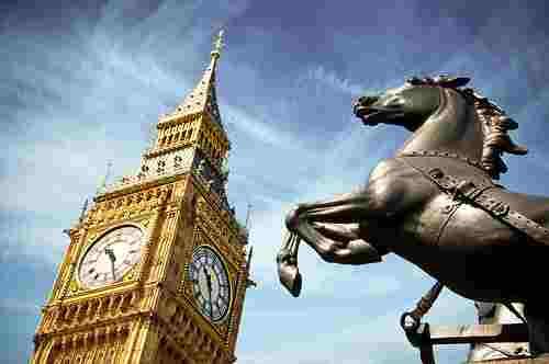 Horse-of-Statue-of-Boudica-in-Front-of-Big-Ben