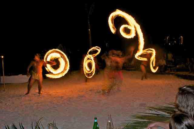 Bora-Bora-Fire-Dancers